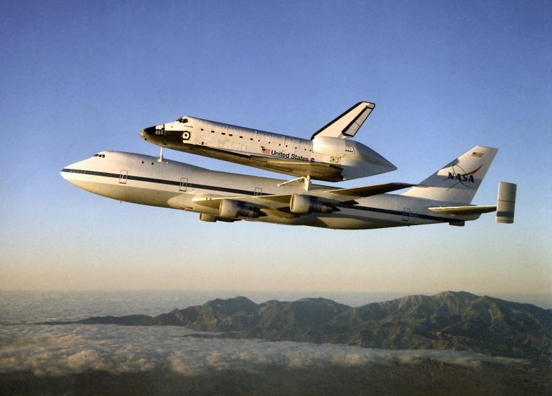Atlantis_on_Shuttle_Carrier_Aircraft_2 800w